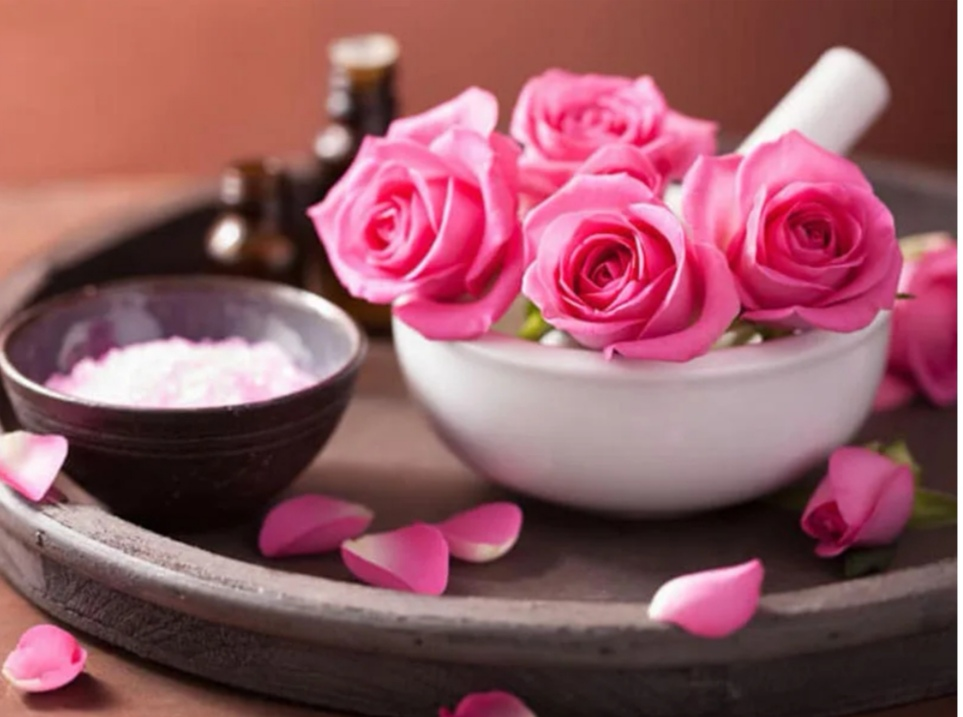 خواص گل رز صورتی برای پوست صورت
